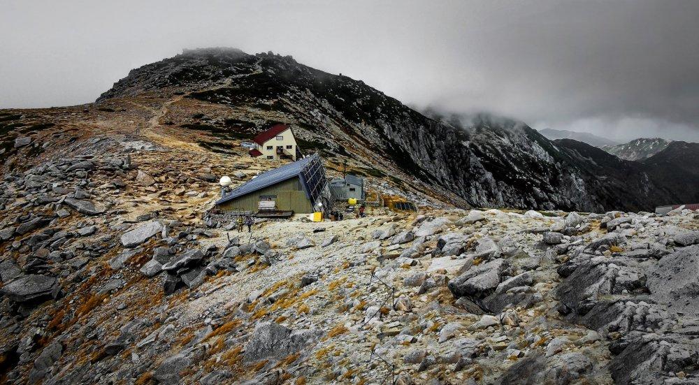 On the approach to Mount Kisa-Koma, (Kisa-koma-ga-take) you will encounter a barren and rocky terrain