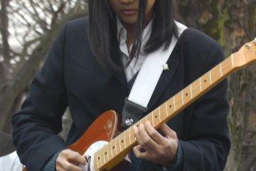 Making the guitar sing