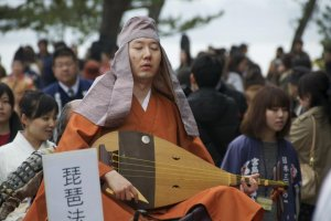 "Blind biwa houshi ""lute priests"" spread the epic tale of the rise and fall of the Heike clan throughout Japan."