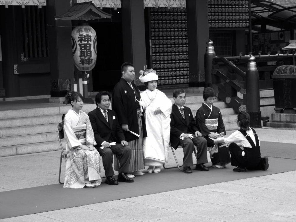 전통 일본 결혼식은 신토 사원에서 치른다.