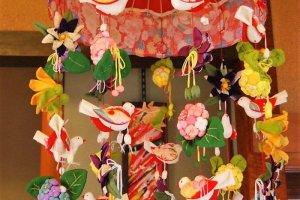ตุ๊กตาคะสะฟุกุ (kasafuku) เป็นตุ๊กตาแขวนประดับของญี่ปุ่น
