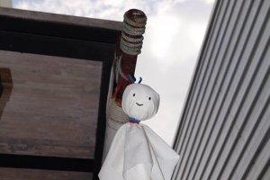 ตุ๊กตาเทะรุ เทะรุ โบะซุ ทำขึ้นเพื่อขับไล่สภาพดินฟ้าอากาศที่ไม่ดี เช่นฝนหรือพายุ