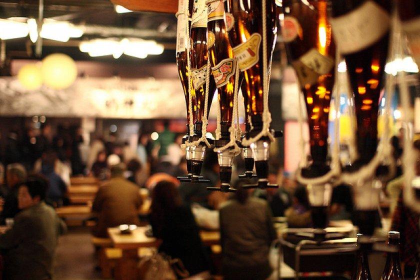 Hirome Ichiba không thiếu rượu sake