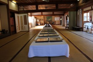 В бывшей столовой представлена выставка бывшего владельца