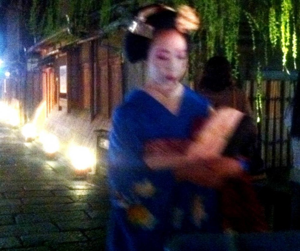 Was she a geisha that walked past? A fleeting moment of night beauty at Gion Shirakawa in Springtime