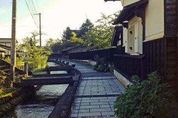 <p>After your meal, you can take a stroll along this picturesque path that runs alongside one of the osegi waterways nearby.</p>