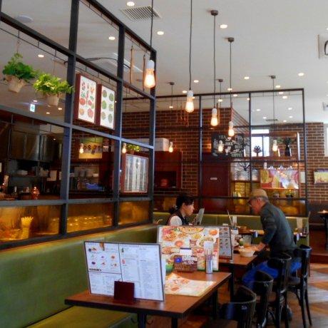 Cafe Bar Foret ở thị trấn Mori