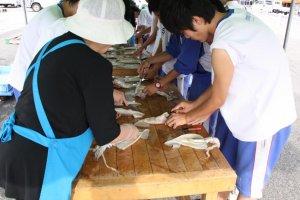 Preparing the squid