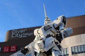 Unicorn Gundam Statue in Odaiba