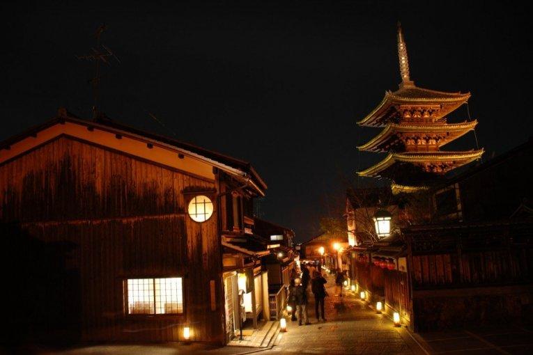 เทศกาลโคมไฟ Higashiyama Hanatoro
