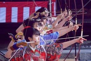 เทศกาลยิงธนู Toh-shiya