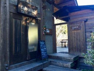 Cổng vào quán Nichigetsu.