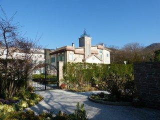Tòa nhà bảo tàng được tạo hình giống một lâu đài Pháp