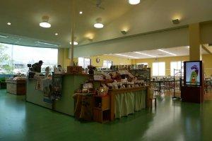 Showroom/Souvenir shop
