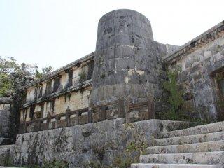 Восточная комната Тамаудуна была предназначена для королей и королев