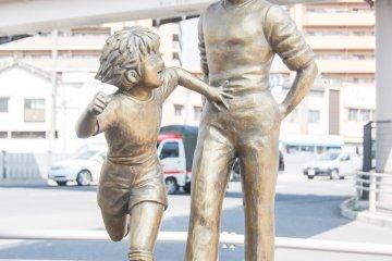 Estatua de bronce: Roberto Hongo & Tsubasa Ozora