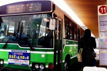 Akita City by bus and foot