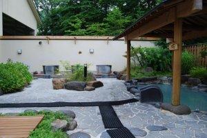 Prazer nos banhos ao ar livre em Shinzaemon-no-yu