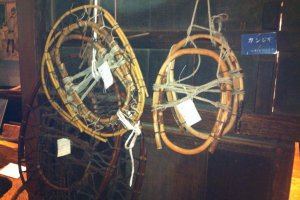 These things are traditional snowshoes. We can't talk about this town in Tohoku without mentioning a lot of snow in winter