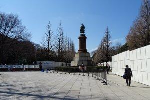 รูปปั้นของ Omura Masujiro รัฐมนตรีกระทรวงสงครามคนแรกหลังจากการปฏิรูปเมจิ (Meiji Restoration)