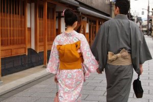 Take a stroll in quiet machiya lanes from  Nishijin Textile Center Kyoto to Tondaya Museum