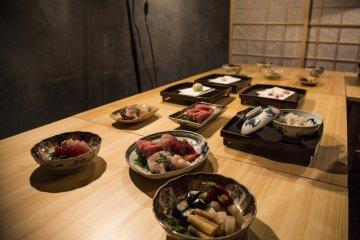 В меню есть также свежие морепродукты и японские сладости
