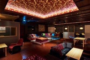 В Суигиане есть диваны для гостей, чтобы они чувствовали себя комфортно
