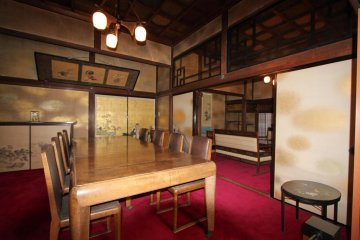 Inside a mix of Japanese and Western style, although Japanese is predominant