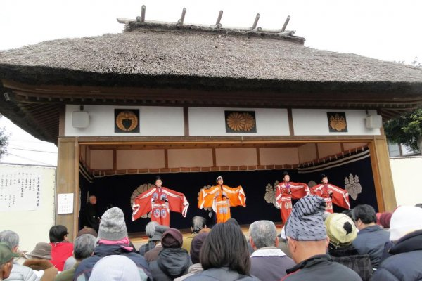 The stage (and performers) at Oe Tenmangu in Miyama