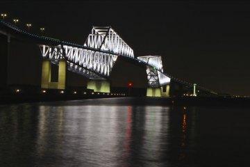 The night view of the Tokyo Gate Bridge