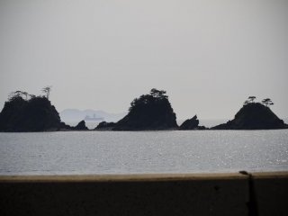 西方沖に浮かぶ加茂島 -- 今度は夕陽を見に来るぞ!