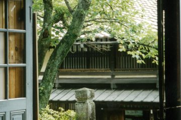 쯔마고와 마고메 사이의 산책로에 있는 찻집 중 한 곳에서 휴식을 취하십시오