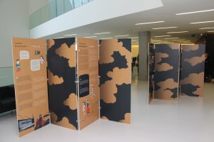 Vista geral (reverso) dos dois módulos que compõem a exposição. Cortesia da Câmara Municipal de Vila Franca de Xira.