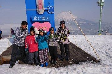 วิวอันตระการตาของภูเขานิเสะโกะ-แอนนุปุริ (Niseko-Annupuri)