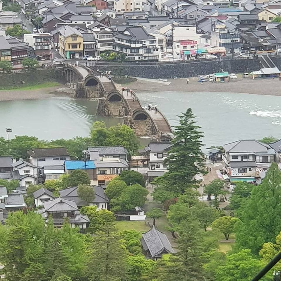 สะพานคินไท เป็นสะพาน 5 โค้ง ที่ทอดข้ามแม่น้ำนิชิกิ