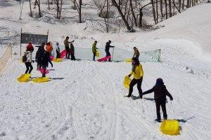 ลานสำหรับเล่นเสลดหิมะเป็นที่ชื่นชอบของทั้งเด็กและผู้ใหญ่