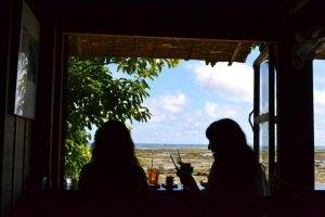 迎面海的茶屋