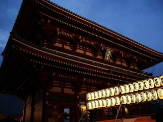 Hozomon Gate at Sensoji Temple at dusk