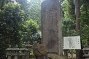 The temple is known for the large tortoise statue that featured in the works of the writer Lafcadio Hearn