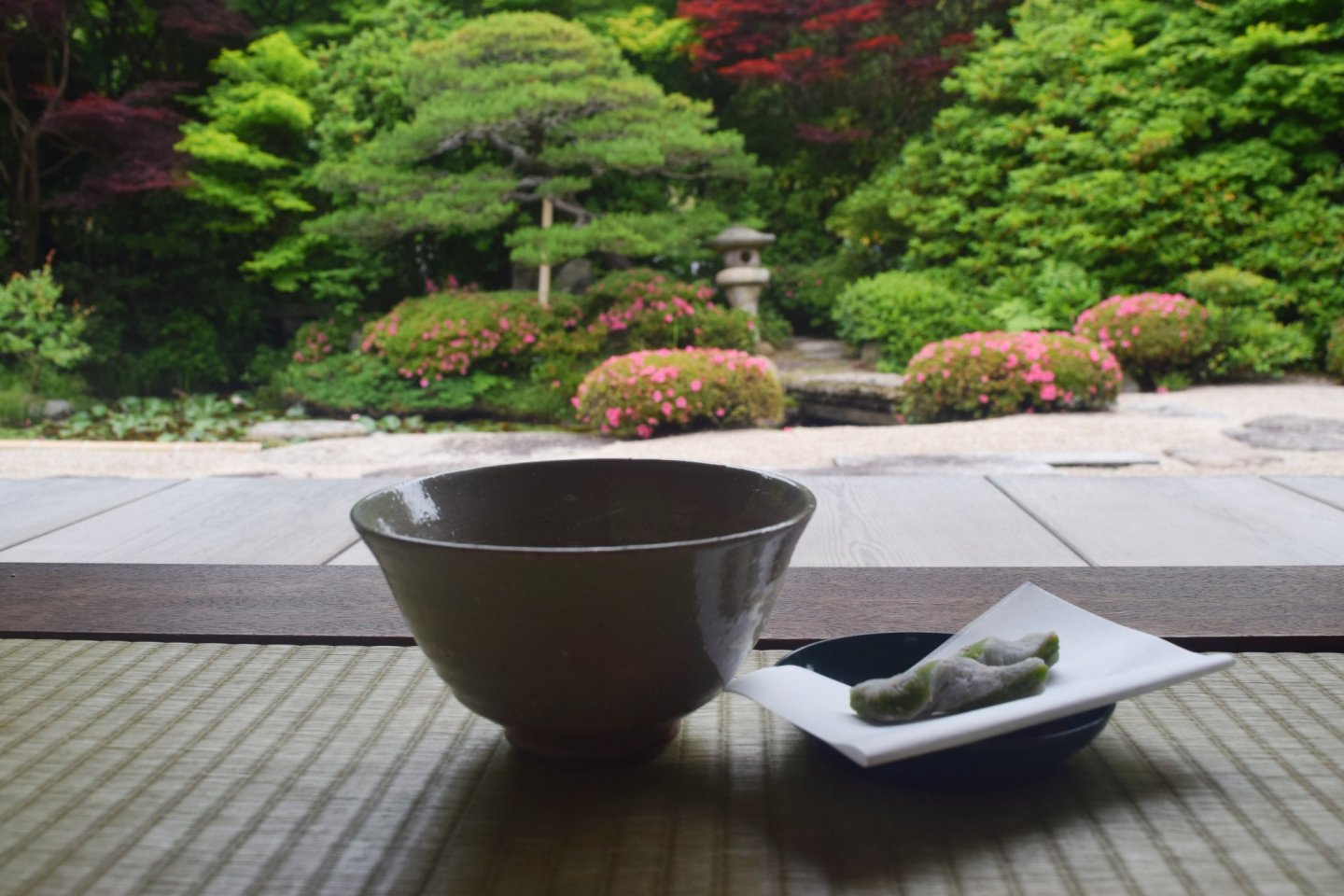 The temple grounds boast a tea-house with beautiful garden views