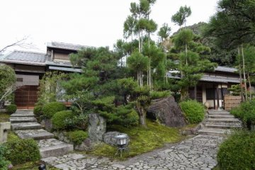 <p>Middle of entrance way to Japanese style rooms</p>