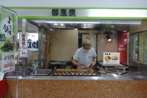 ร้านขนมอิมะงะวะยะกิ ที่สถานีคะมะตะ โตเกียว