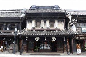 Một trong những tòa nhà kiểu cổ xưa.