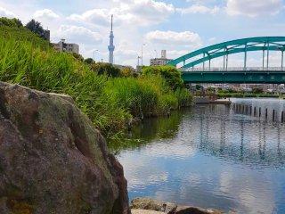 Tokyo Skytree akan terlihat jika Anda berjalan ke arah utara