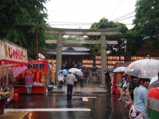 Roads near shrines have pretty straightforward names. Like Shitaya Jinja Road and Shitaya Jinja-mae (before Shitaya Jinja).