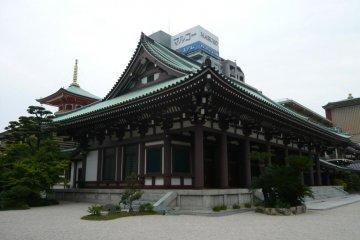 Tochoji Temple in Hakata