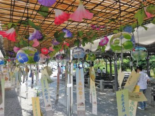 Glass chimes became very popular in the Edo era