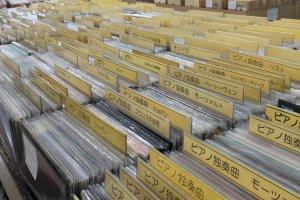 Fuji Records rất nghiêm túc trong việc bán những chiếc đĩa than cổ điển