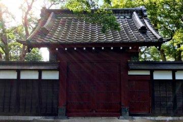Оригинальные ворота из замка Сэкиядо были переданы в замок Сакасаи