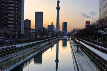 <p>Skytree in the twilight, reflecting in the Kita-jikken River</p>